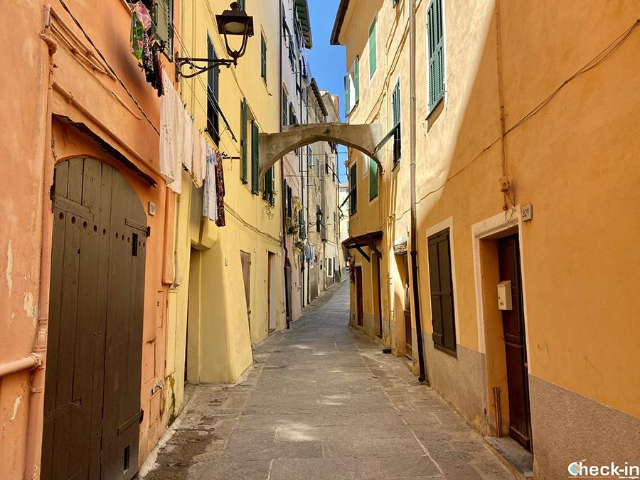 Caruggi ed angoli caratteristici di Ventimiglia Alta - Liguria di ponente