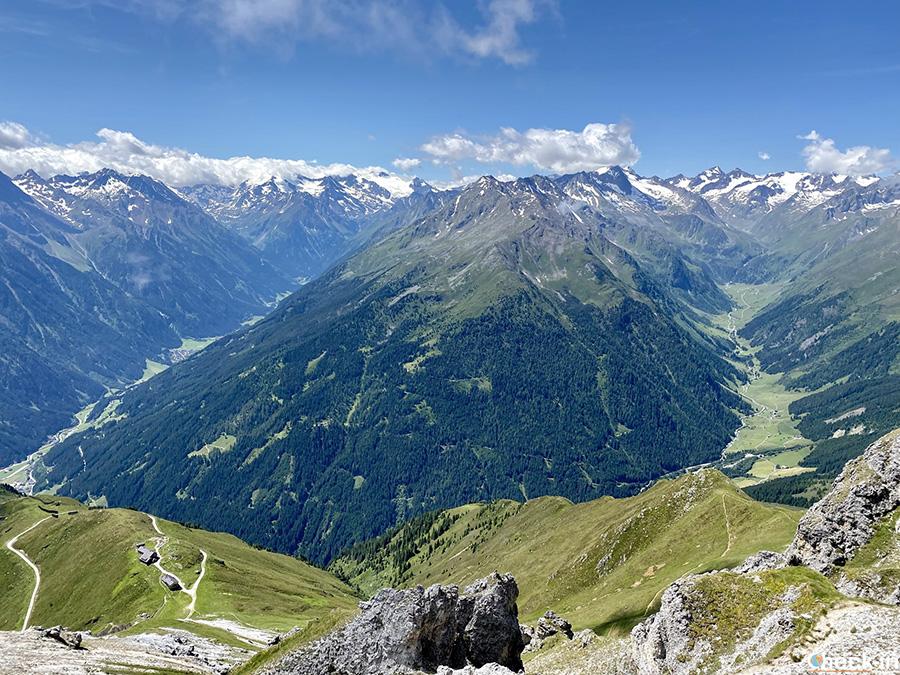 Vista panoramica sulle Alpi ed il ghiacciaio dello Stubai dal monte Hoher Burgstall (Tirolo)