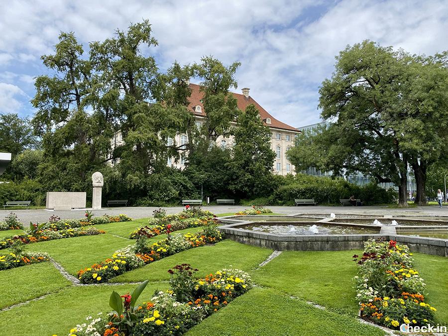 Aree verdi e zone pic-nic sul lungolago di Zurigo (Svizzera)