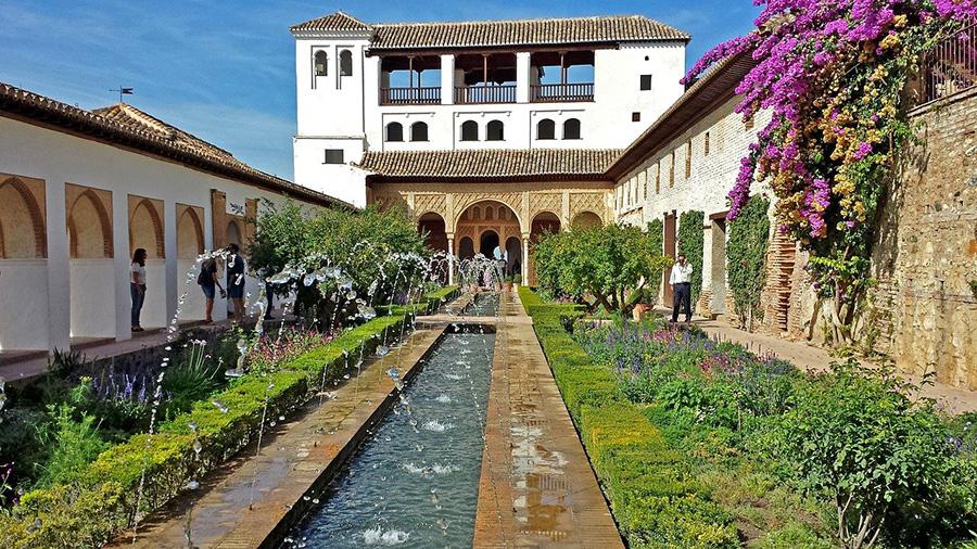 Dónde y cómo reservar entradas online para visitar la Alhambra de Granada? Informaciones sobre tours guiados