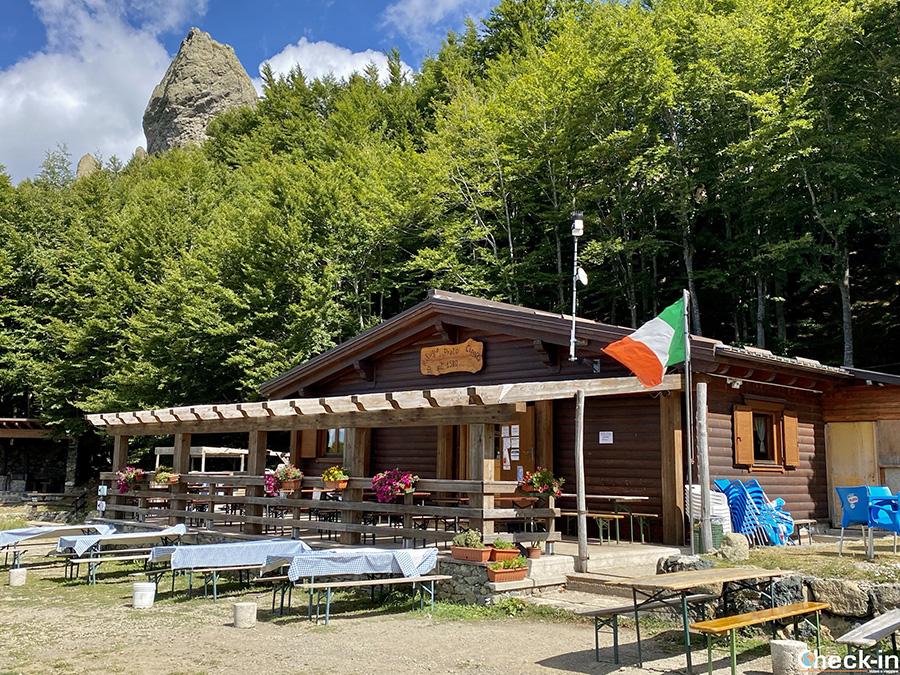 """Rifugio """"Prato della Cipolla"""" vicino alla seggiovia da Rocca d'Aveto - Provincia di Genova, Liguria"""