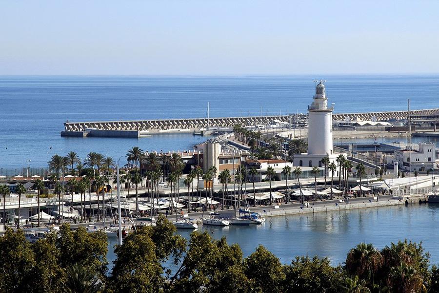 Los mejores 8 free tours en Málaga - Visita del Puerto, su Faro y El Cubo