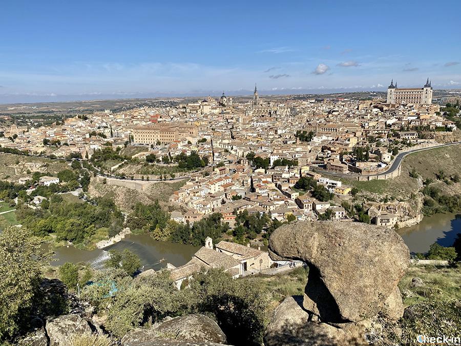 """Vista panoramica su Toledo dalla """"Piedra del Rey moro"""", sopra l'Ermita del Valle"""