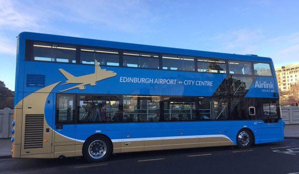 Come arrivare dall'Aeroporto di Edimburgo al centro città in autobus: l'Airlink 100