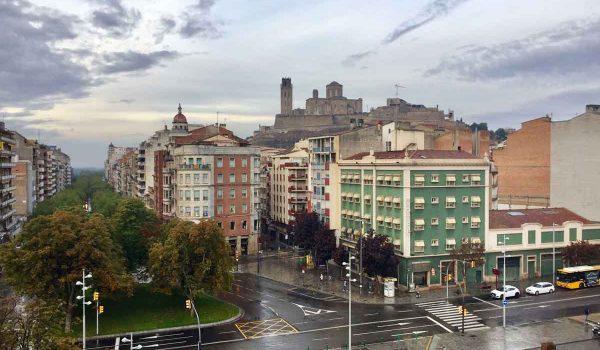 Scorcio panoramico su Lleida dalla stazione ferroviaria