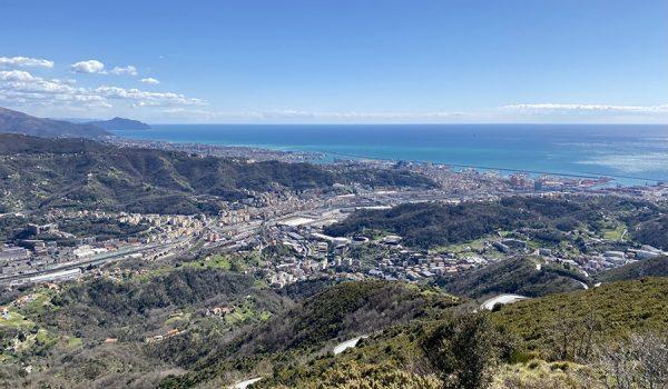 Vista panoramica sulla costa di Genova fino a Portofino dal monte