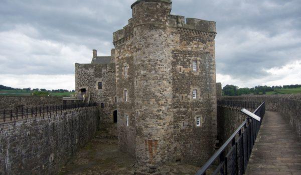 Vista frontale di Blackness Castle
