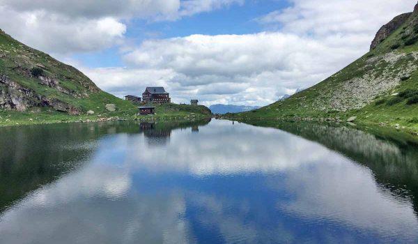 Il lago alpino Wildlodersee vicino a Kitzbühel - Tirolo, Austria