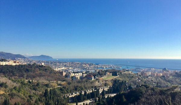 Vista panoramica a 180° su Genova dal Forte Tenaglia