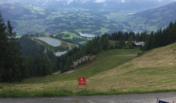 Visuale di chi si affaccia dal cancelletto di partenza della Streif di Kitzbühel - Tirolo, Austria