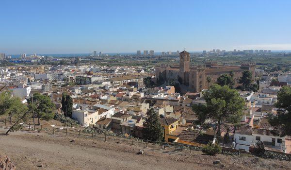 Panorama de El Puig desde la colina - Valencia, España