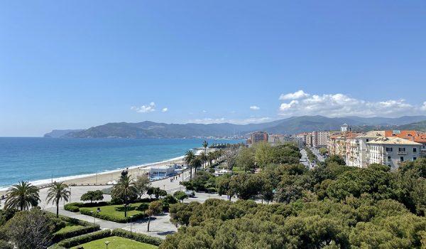 Spiagge e stabilimenti balneari sul lungomare Tabagi di Savona