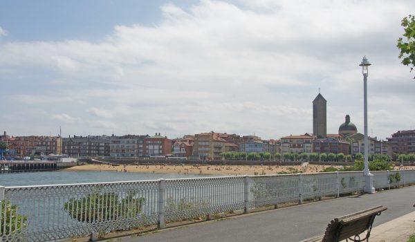 La spiaggia El Abra a Las Arenas (Bilbao) - Spagna