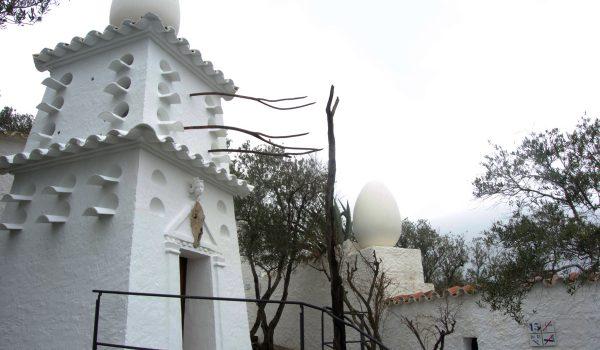 Scorci esterni della casa di Dalí a Port Lligat