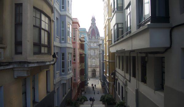 Que ver en La Coruña en dos días: vistazo del Ayuntamiento desde la Ciudad Vieja