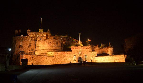 Il Castello di Edimburgo by night