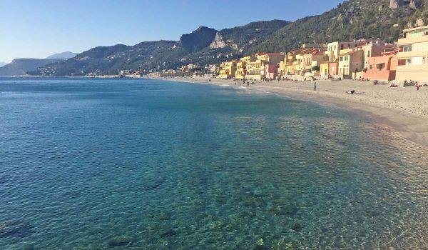 La spiaggia di Varigotti e l'acqua trasparente
