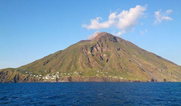 Dove vedere vulcani attivi nel mondo: Stromboli, Isole Eolie (Italia)