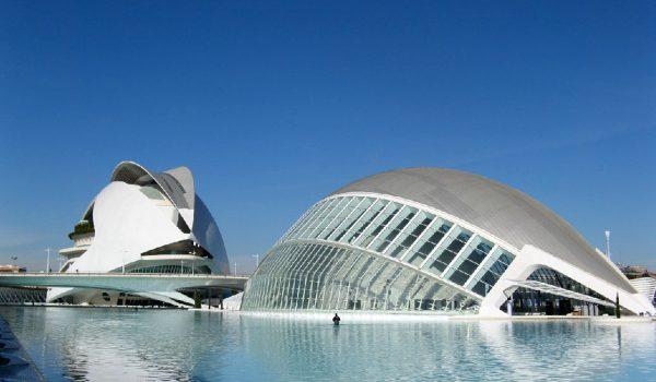 Il Palau de les Arts Reina Sofía e l'Hemisfèric della Città delle Arti e delle Scienze di Valencia (Spagna)